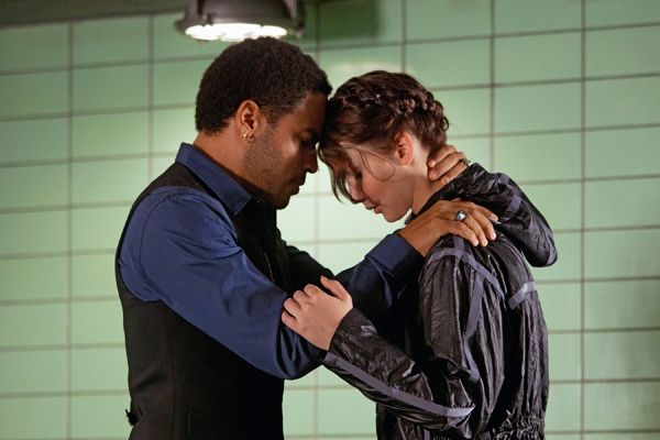 the-hunger-games-movie-image-lenny-kravitz-jennifer-lawrence