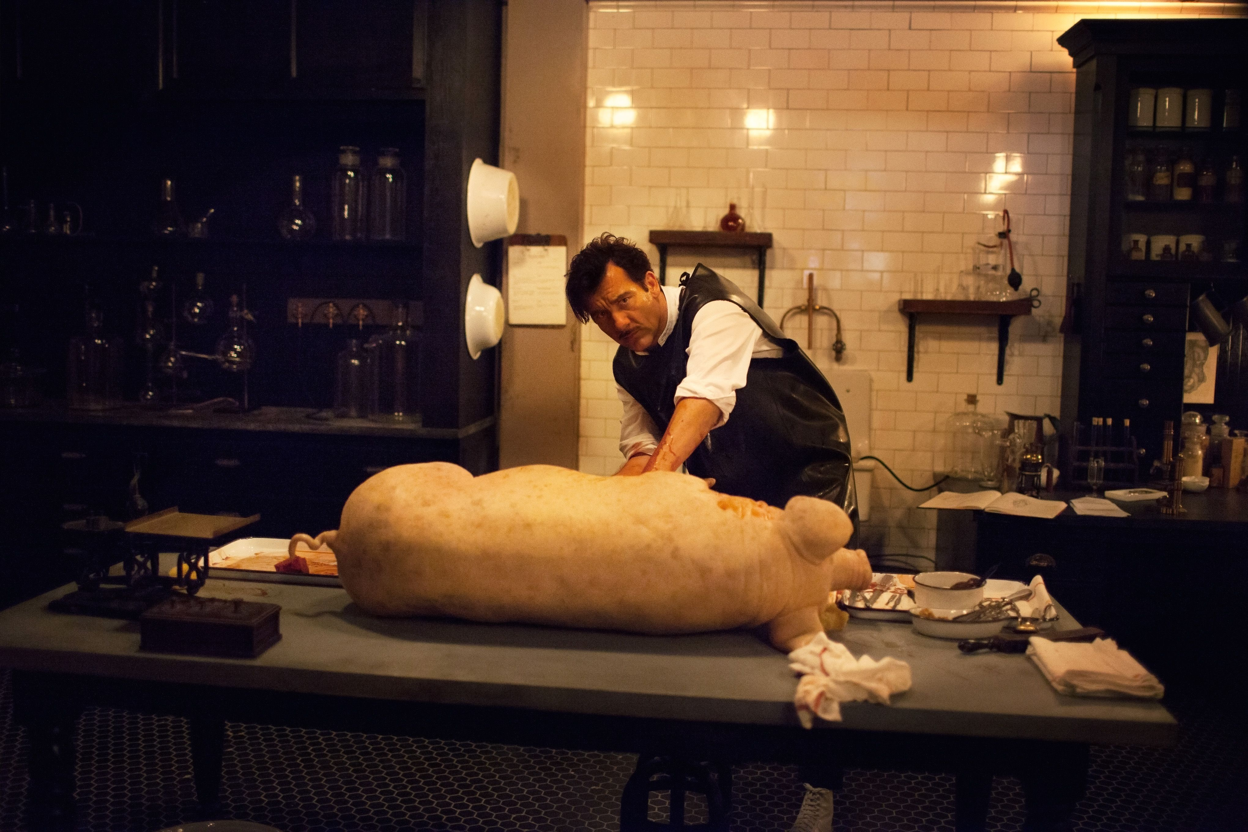 the-knick-the-busy-flea-clive-owen