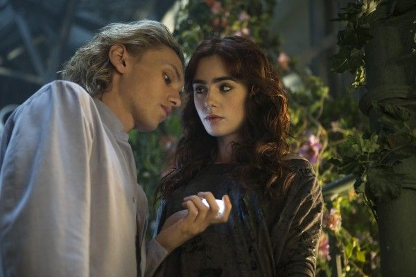 the-mortal-instruments-city-of-bones-lily-collins-jamie-campbell-bower-2