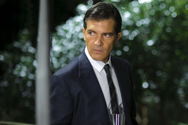 the-skin-i-live-in-movie-image-antonio-banderas-01