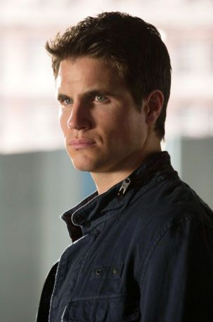 the-tomorrow-people-robbie-amell
