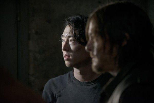 the-walking-dead-season-5-premiere-steven-yeun