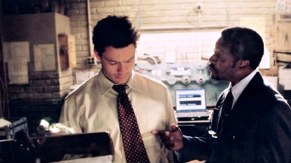 the-wire-season-1-tv-show-image-dominic-west-clarke-peters