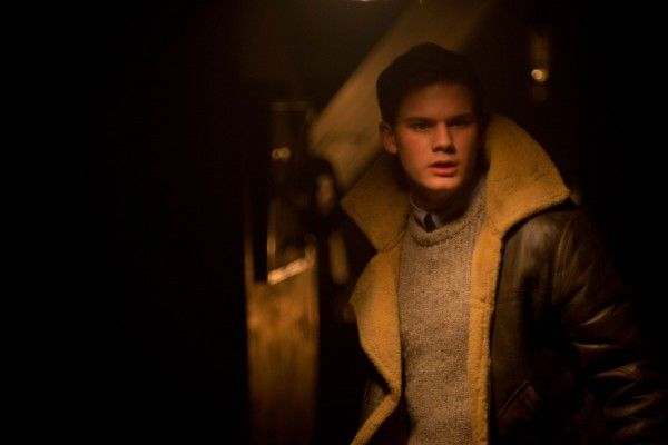 the-woman-in-black-2-angel-of-death-image-jeremy-irvine