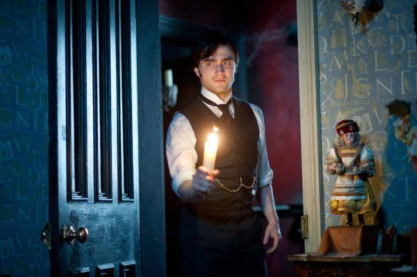 the-woman-in-black-movie-image-daniel-radcliffe-04