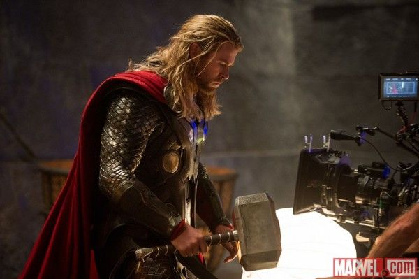 thor-dark-world-chris-hemsworth-set-photo