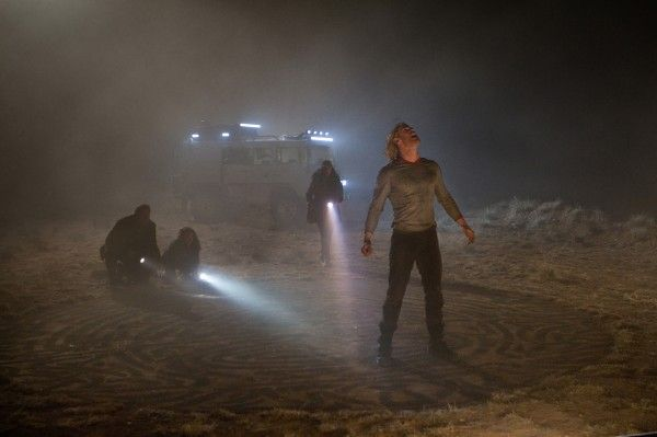 thor-movie-image-chris-hemsworth-field-01