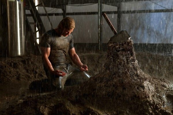 thor-movie-image-chris-hemsworth-hammer-01