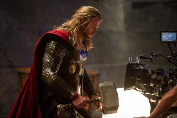thor-the-dark-world-chris-hemsworth-set-image