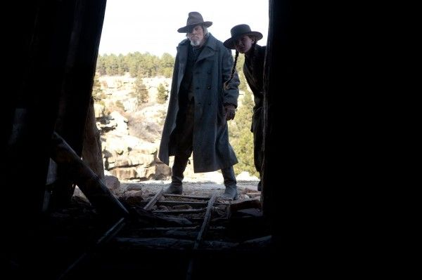 true_grit_movie_image_jeff_bridges_hailee_steinfeld_02