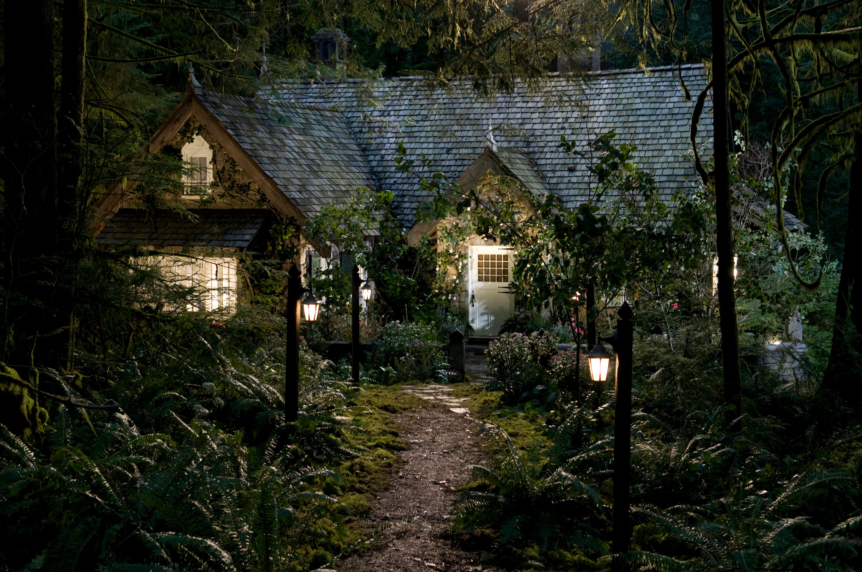 The twilight saga breaking dawn part 2 poster and - Edwards house in twilight ...