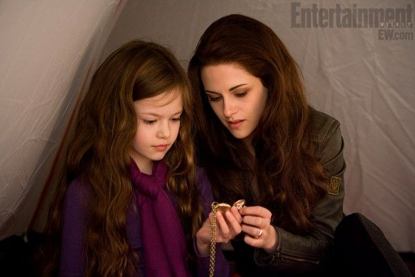 twilight-breaking-dawn-part-2-mackenzie-foy-kristen-stewart