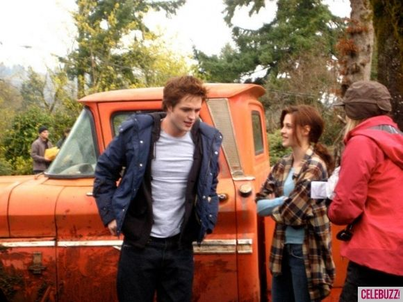 twilight-robert-pattinson-kristen-stewart-behind-the-scenes