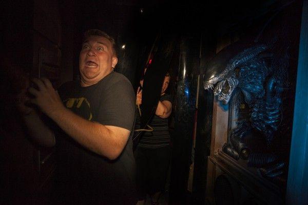 universal-halloween-horror-nights-avp-alien-vs-predator-maze
