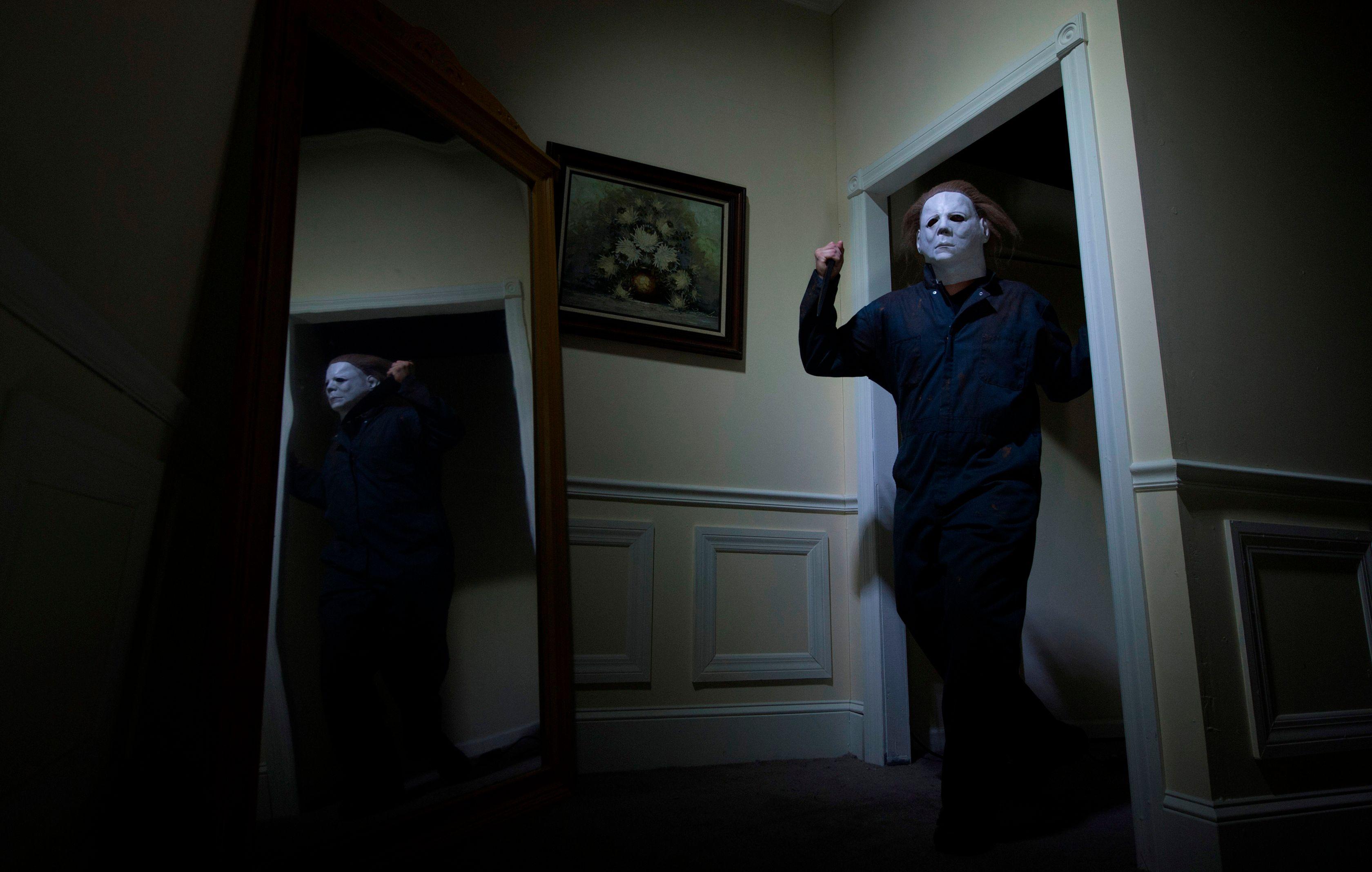 5 best mazes of universal orlandos halloween horror