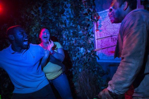 universal-halloween-horror-nights-the-walking-dead-maze