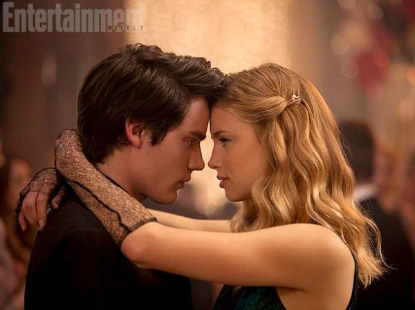 vampire-academy-dominic-sherwood-lucy-fry
