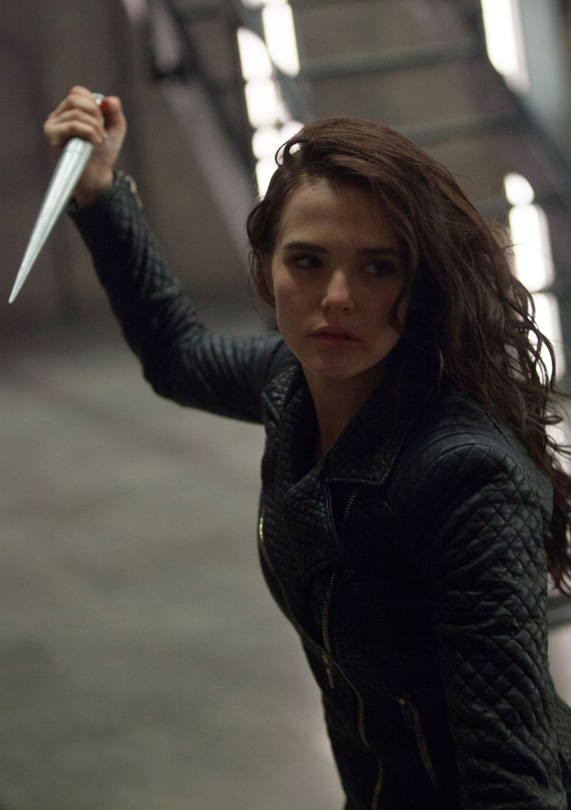 Set It Up Star Zoey Deutch Joins Emma Stone In Zombieland