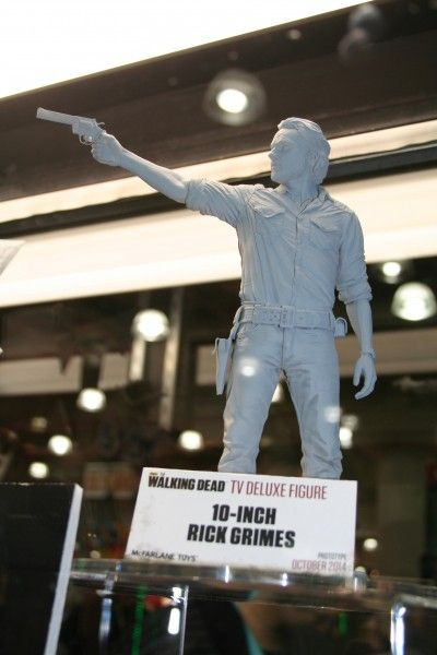 walking-dead-mcfarlane-toy-image (2)