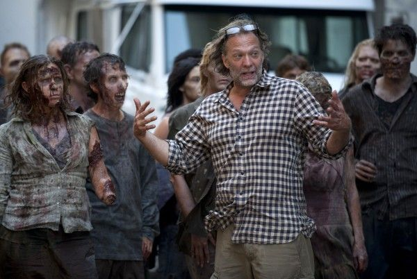 walking-dead-season-2-behind-the-scenes-zombies
