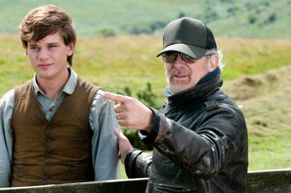 war-horse-jeremy-irvine-steven-spielberg-movie-set-photo-04