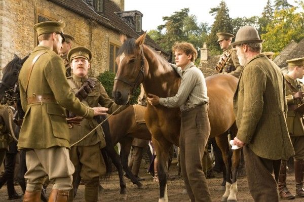 war-horse-movie-image-jeremy-irvine-05
