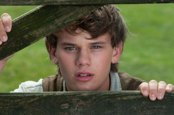 war-horse-movie-image-jeremy-irvine-06