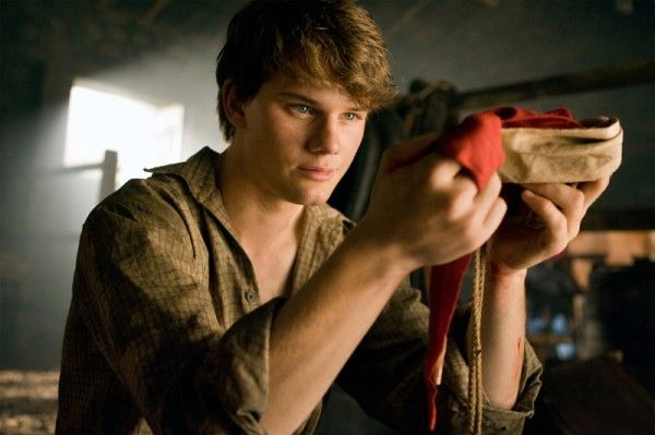 war-horse-movie-image-jeremy-irvine-07