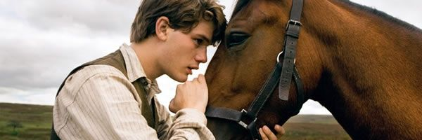 war-horse-movie-image-jeremy-irvine-slice-01