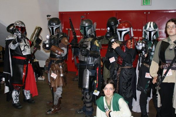 wondercon-image-convention-floor-people-in-costume-14