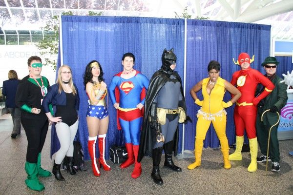 wondercon-image-convention-floor-people-in-costume-15