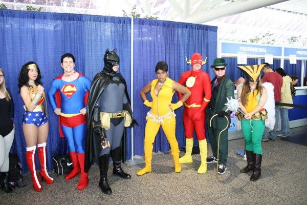 wondercon-image-convention-floor-people-in-costume-16