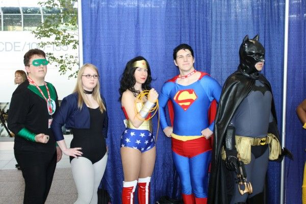 wondercon-image-convention-floor-people-in-costume-17