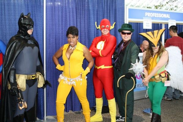 wondercon-image-convention-floor-people-in-costume-18