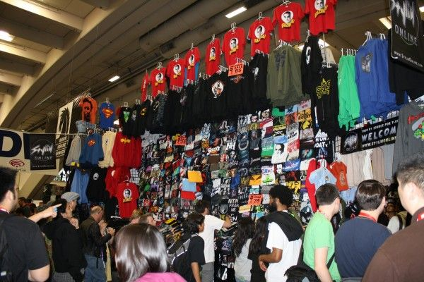 wondercon-image-convention-floor-people-in-costume-9